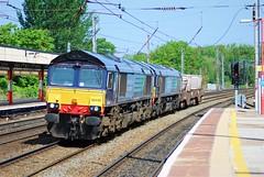 66430 and 66425 Lancaster 22/05/2010 (Brad Joyce 37) Tags: 66430 66425 class66 6k73 drs locomotive diesel engine doubleheader train freight nuclear lancaster station westcoastmainline wcml nikon