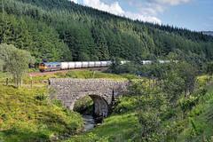 Aluminating (whosoever2) Tags: unitedkingdom uk gb greatbritain nikon d7100 july 2017 railway railroad train tyndrum highland scotland gbrf class66 66733 6s45 alumina stone bridge