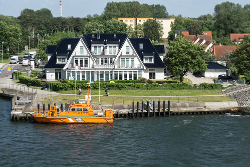 2017 water wasser ostsee rostock house building germany deutschland europa boat ship architecture lotse port
