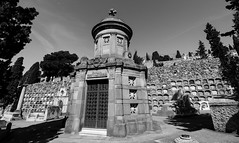 Març_0031 (Joanbrebo) Tags: barcelona catalunya españa es cementeriodemontjuic cementerio cementiris cemetery cemeteries friedhof tombs tumbas tombes blancoynegro blackwhite monochrome canoneos80d eosd autofocus efs1018mmf4556isstm