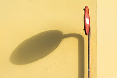 Sign, shadow and yellow wall (Jan van der Wolf) Tags: map168308vv sign verkeersbord trafficsign arinaga grancanaria yellow geel shadow shadowplay schaduw