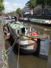 (Jeroen Hillenga) Tags: woonboot lopendediep groningen netherlands nederland gracht schip city cityscape canal