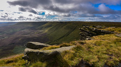 kinder plateau (Phil-Gregory) Tags: nikon d7200 tokina 1120mm 1120mmf28 1120mmproatx 1120 kinderscout rocks national nature nationalpark naturalphotography naturalworld natural naturephotography countryside colour fairbrook sky clouds scenicsnotjustlandscapes landscapes peakdistict