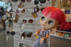 301/365 Summertime! Stylish sunglasses! (omgdolls) Tags: blythedoll blythe blythe365 adelaideskye dollypunk21 pureneemobody pink