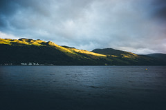 . (Ⓜⓡ. Ⓔⓓ) Tags: scotland loch earn lake water eveninglight aftertherain mountains village