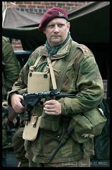 British Paratrooper (zweiblumen) Tags: paratrooper british 1940sweekend blackcountrylivingmuseum bclm sten dudley tipton westmidlands england uk canoneos50d canon70300mm zweiblumen