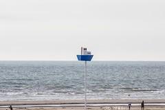 Bateau sur l'eau (Azezjne (Az photos)) Tags: canon 75300 50 stm 600d berck sur mer bercksurmer cote côte dopale bromance plage sable bokeh zoom coucher soleil sunset beach sand eclipse dune mouette animaux animalière flou 75 300