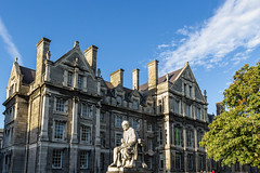 Ireland - Dublin - Trinity College (Marcial Bernabeu) Tags: marcial bernabeu bernabéu ireland irlanda dublin dublín trinity college universidad university building old statue sculpture escultura estatua