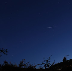 Iridium flare in Coma Berenices (sjb_astro) Tags: comaberenices iridiumflare flare astrophotography astronomy stokesley northyorkshire canon600d 1855mm statictripod starstax arcturus