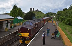 West Coast Loco 37518 with the15.15 train from Wareham arriving at Corfe Castle Station, with D6515 (33012) on the rear. 22 07 2017 (pnb511) Tags: swanagerailway class37 class33 mainline running westcoastrail train rails railway loco locomotive diesel castle ruins