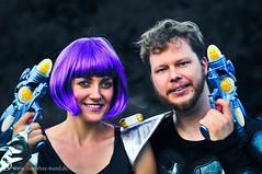Desi & Bernd   Science-Fiction-Hochzeitsparty (Dorothee Rund) Tags: ufo hochzeit alternativ freie sciencefiction starwars wedding party feier fallout startrek lichtschwert lightsaber perücke lila ehepaar liebespaar verkleidet