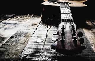 This Old Guitar~ Broken/Roto o Imperfecto 52 Still LIfes Week/Semana 30