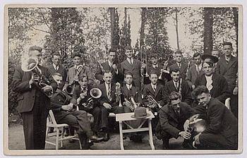 Harmonie Orpheus tijdens het dauwtrappen in Oisterwijk 1924