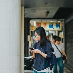 girl on the street (Randy Wei) Tags: mitakon speedmaster fujifilim taipei taiwan ximending ximen 西門町 西門 台灣 台北 中一光學 zhongyi streetshot outdoors people streets naturallight space