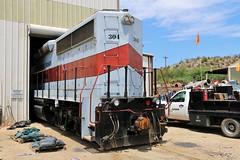 Car Wash (BravoDelta1999) Tags: copperbasin railway cbry railroad southernpacific sp hayden arizona emd gp402 304