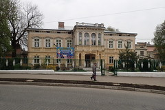 центр позашкільної освіти (8pl) Tags: самбір ukraine centre barrière décorations passant trottoir social institution