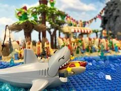 19702520_1507072402688824_4510123911978248281_n (PUISSANCE BRICK) Tags: lego minifigs minifig afol bricks collectable island paradise hotdog shark maïs popcorn sausage saucisse banana banane puissancebrick sea ocean