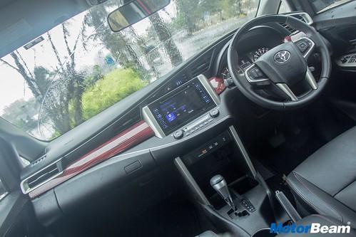 Toyota-Innova-Touring-Sport-15