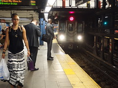 201707003 New York City subway station '14th Street – Union Square' (taigatrommelchen) Tags: 20170728 usa ny newyork newyorkcity nyc manhattan unionsquare icon urban railway railroad mass transit subway station tunnel train mta r142a