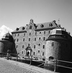 Örebro Slott (rotabaga) Tags: sweden sverige svartvitt örebro blackandwhite bw bwfp mediumformat mellanformat 120 6x6 lomo lomography lubitel166 tmax100 diy twinlens