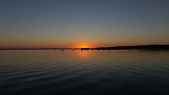 Sunset from Andernos jetty (julienbraco) Tags: andernos andernoslesbains jetty water sea bay arcachon arcachobay sunset clear reflection orange blue dark dusk