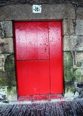 Puerta / Door (Rafa Gallegos) Tags: galicia betanzos acoruña españa spain puerta door rojo red