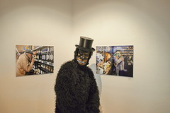 Visitors From All Over The World (RadarO´Reilly) Tags: observations2017 iserlohn städtischegalerie ausstellung exhibiton affe monkey ape zylinder tophat humour nrw germany