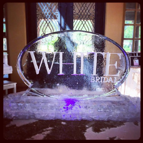 Congratulations to @whitebridalmagazine on their launch #party @thedominioncountryclub with @reeseeventgroup #sanantonio #wedding #icesculpture #branding #fullspectrumice #thinkoutsidetheblocks #brrriliant - Full Spectrum Ice Sculpture