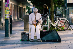 mandolin man (henrikaikio) Tags: sony nex a6000 ilce6000 alpha sonye emount soligor vintage helsinki finland suomi summer city street photography people guitar mandolin kamppi
