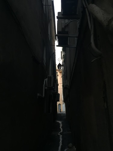 Alleyway in Aix-en-Provence