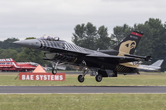 Turkish Air Force F-16 Soloturk 88-0032 (Perfect Moment Images) Tags: 880032 display landing solotürk soloturk turk solo falcon fighting f16 force air turkish turkey riat 2017 17 fairford ffd egva raf airport airbase ab usaf 70th anniversary