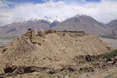 Fortress of Fire Worshippers Zamr-i-atish parast Wakhan Tajikistan Central Asia (eriagn) Tags: wakhan tajikistan hindukush mountainous mountains whakancorridor panjriver snow ruins zamriatishparast centralasia fortress fireworshippers pakistan afghanistan yamchun kushanperiod graecobactrian mediaeval eriagn site xuanzang eos namadgut panj rocks rocky remote protection protective walls earthy earthern glacier ngairehart ngairelawson canon roadtrip pamirhighway wakhanvalley vakhon