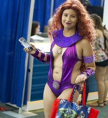 Starfire (San Diego Shooter) Tags: cosplay sandiego comiccon comiccon2017 sdcc sdcc2017 sandiegocomiccon comicconcostumes portrait streetphotography costumes starfire