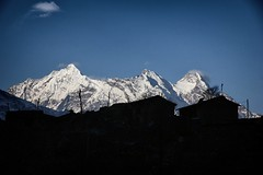 Ganesh Himal behind Nile village (beudii) Tags: tsum valley nepal nile himalaya ganesh himal asien asia berge mountains landscape sonnenaufgang sunrise licht light trekking hiking manaslu outdoor dorf