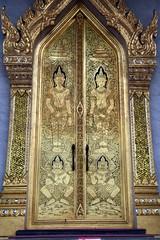 Gold Doors, Wat Traimit, Bangkok. (Manoo Mistry) Tags: nikon nikond5500 tamron18270mmzoomlens tamron buddha buddhist buddhism wat wattraimit thailand bangkok temple doors golddoors
