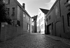 Street (iz.andre) Tags: huawei p9 smartphone dual camera black white monochrome house roof wood wall outside window germany building exterior street pavement cobblestone