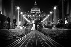 Ghost Wedding (parenthesedemparenthese@yahoo.com) Tags: dem bw blackwandwhite couple longexposure monochrome nb noiretblanc photographe photographer roma rome silhouette street streetlamp streetphotgraphy vatican bride byn canoneos600d dehors ef50mmf18ii exterieur fantome ghosts italia italie longueexposition mariage marié mariée night nuit ombre outdoors pavement photographiederue shootingphotos streetphotographie thevatican wedding lovers amoureux mariés groom