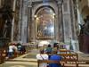 Estado del Vaticano. Rezando dentro de la Basílica (gerardoirazabalvalledor) Tags: roma vaticano tapiz tapices papa francisco italia capilla sistina bueno museo balcón