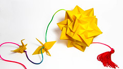 Kusudama Paradigma (Arturo-) Tags: kusudama origami ball ekaterina lukasheva paradigma dobradura papel paper yellow amarelo tsuru tsurus