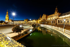 A hot night in Seville (P & Y Photography) Tags: city night lights water canal reflection architecture travel heat spain canon 6d 1635 uwa seville