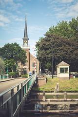 Oosterkerk en Schoenkuipenbrug, Zwolle (Gerrit Veldman) Tags: nederland netherlands oosterkerk overijssel schoenkuipenbrug zwolle brug bridge kerk church brugwachtershuisje stad stadsgezicht city cityscape olympus epl7