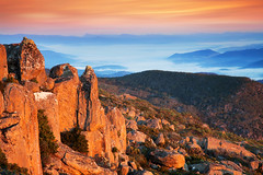 Bathed In Warmth || MOUNT WELLINGTON || HOBART (rhyspope) Tags: australia aussie tas tasmania mount mountain wellington mountwellington mtwellington kunanyi rhys pope rhyspope canon 5d mkii hobart morning sunrise fog mist valley view vista nature rocks boulder sky mountains