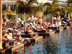 Sunning in White Towels (mikecogh) Tags: singapore marinabaysandshotel swimmingpool towels white sunbathing palms