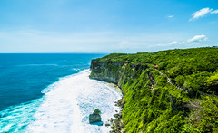 Uluwatu temple, Bali (hermawanwijaya) Tags: bali uluwatu indonesia cliff canon 70d green blue ocean sky landscape