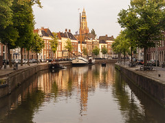 Groningen (RosanaCalvo) Tags: atardecer holanda iglesia barcos bicis canal ciudad reflejos sol universitaria groningen