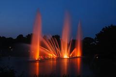 Wasserlichtkonzert (Lilongwe2007) Tags: hamburg deutschland wasserlichtspiele planten un blomen stadtpark illumination spiegelung blaue stunde farbe