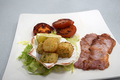 DSC_8099 London Bus Route #135 Billingsgate Fish Market Ali Cafe Scallops and Bacon Breakfast Highly Recommended (photographer695) Tags: london bus route 135 billingsgate fish market ali cafe scallops bacon breakfast