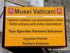 Estado del Vaticano. Indicaciones para el Museo del Vaticano (gerardoirazabalvalledor) Tags: roma vaticano tapiz tapices papa francisco italia capilla sistina bueno museo balcón
