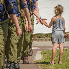 High 5 (stevefge) Tags: nijmegen vierdaagse2017 vierdaagse people candid children girls hands march walkers summer reflectyourworld nederland nederlandvandaag netherlands nl gelderland military boots street