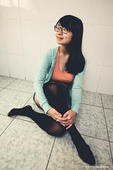 YNL_4799 (彥男爵) Tags: 少女 girl 室內 room kneesocks 膝上襪 笑容 smile